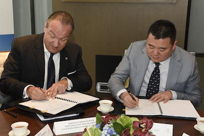 Pan Pacific Hotels Group CEO Bernold Schroeder (left) and Huitong Investments chairman Yu Dongxiao at the signing ceremony
