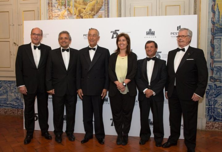 Dionísio Pestana, president of Pestana Hotel Group (second from left) with Portuguese President Marcelo Rebelo de Sousa (third from left), Secretary of State for Tourism Ana Mendes Godinho and other delegates at the Gala Dinner