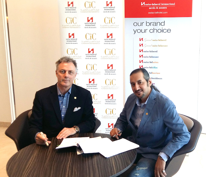 Laurent A. Voivenel (left) and Nawaf bin Mansour bin Saleh Al Sharif at the signing of the management agreement for Swiss-Belhotel Al Aziziya Makkah