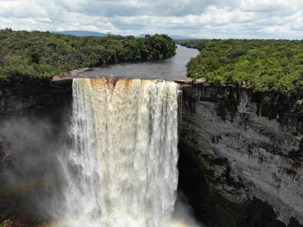 Водопад кайетур фото для смартфона